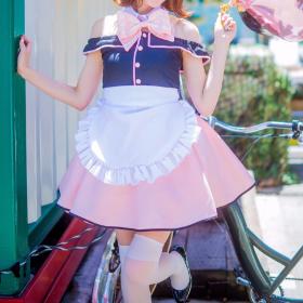 ピンクのアイドル衣装