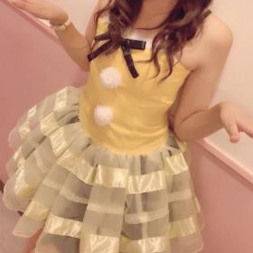 黄色のアイドル衣装