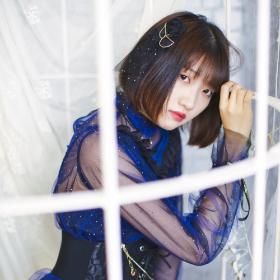 紺色のアイドル衣装